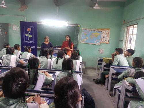 Inspiring mantra career worshop in govt school (13)-min